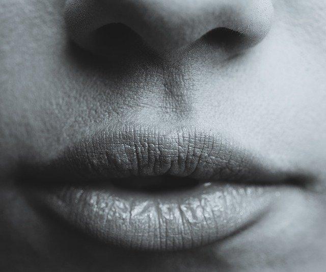 Powiększanie ust popularnym zabiegiem medycyny estetycznej